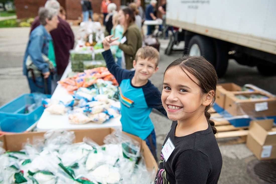 Kids helping out at food bank